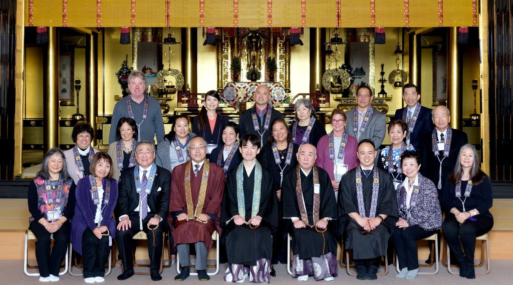 Group Picture with GoMonShu (center)